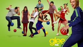 Glee &#8211; Characters Playing And Green Background